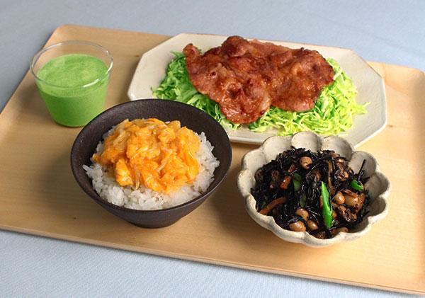 ひじき煮&炒り卵のせご飯